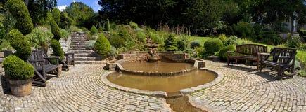 Los jardines del pozo de la cáliz en Glastonbury Fotografía de archivo libre de regalías