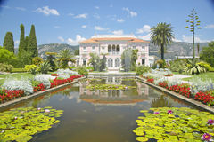 Los jardines y el Villa Ephrussi de Rothschild, Santo-Jean-casquillo-Ferrat, Francia foto de archivo libre de regalías