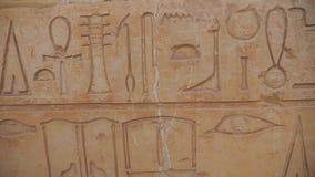 Los jeroglíficos egipcios se cierran para arriba metrajes