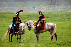 Los jinetes del caballo en Borodino luchan la reconstrucción histórica en Rusia Fotos de archivo libres de regalías