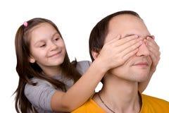 Los juegos de la hija con el papá Imagen de archivo libre de regalías