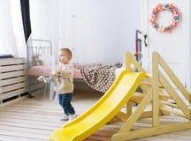 Los juegos del niño en un cuarto de niños Imágenes de archivo libres de regalías