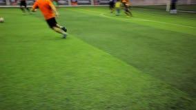 Los jugadores de fútbol en el campo los ven solamente las piernas metrajes