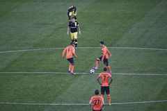 Los jugadores de Shakhtar comienzan al partido de la Champions League Foto de archivo libre de regalías