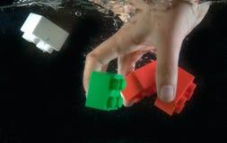 Los juguetes cayeron en el agua Imagen de archivo