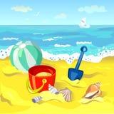 Los juguetes de los niños en la playa Foto de archivo libre de regalías