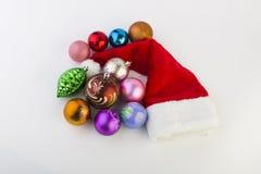 Los juguetes del Año Nuevo en un fondo blanco Foto de archivo libre de regalías