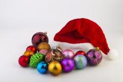 Los juguetes del Año Nuevo en un fondo blanco Imagen de archivo