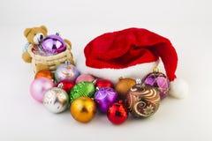 Los juguetes del Año Nuevo en un fondo blanco Fotografía de archivo