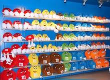 Los juguetes suaves coloridos de M&M Foto de archivo
