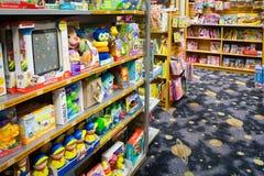 Los juguetes y los libros de los niños Foto de archivo