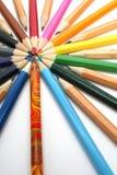Los lápices del color han colocado abajo alrededor del arranque de cinta del color Foto de archivo libre de regalías