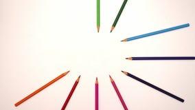Los lápices del color se separan alrededor - pare la animación del movimiento almacen de video