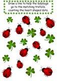 Los Ladybugs y los tréboles - cuente los puntos Imagenes de archivo