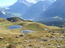 Los lagos y las montañas switzerland's Imágenes de archivo libres de regalías
