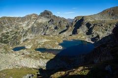 Los lagos y Orlovets Elenski enarbolan, montaña de Rila Imagen de archivo libre de regalías