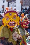 Los lamas budistas tibetanos se vistieron en el misterio místico de Tsam de la danza de la máscara a tiempo del festival de Yuru  foto de archivo libre de regalías
