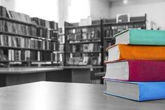 Los libros en la biblioteca Imagen de archivo libre de regalías