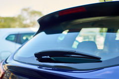 Los limpiadores azules de la parte posterior del coche Imagen de archivo