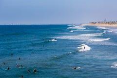 Los Locals y los turistas que disfrutan de un día hermoso durante invierno en San Diego varan, en California meridional, los E.E. Fotografía de archivo libre de regalías