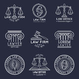 Los logotipos de la asesoría jurídica fijaron con las escalas de la justicia, de los ejemplos del mazo etc El abogado del vintage Imagenes de archivo