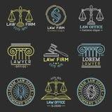 Los logotipos de la asesoría jurídica fijaron con las escalas de la justicia, de los ejemplos del mazo etc El abogado del vintage Imagen de archivo