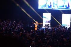 Los luchadores de sexo femenino Charlotte Flair de NXT y hacen un cortejar mientras que ella entra Fotos de archivo libres de regalías