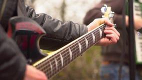 Los músicos cantan en la calle metrajes