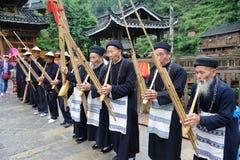 Los músicos de Hmong de Guizhou se realizan en lusheng Imagen de archivo