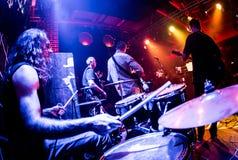 Los músicos juegan en etapa Imágenes de archivo libres de regalías