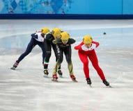 Los 1000 m de las señoras calientan la pista corta calientan Imagen de archivo libre de regalías
