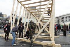 Los manifestantes están construyendo el monumento fotos de archivo