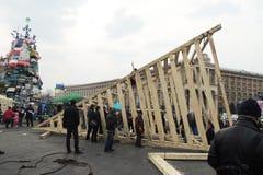 Los manifestantes están construyendo el monumento imagen de archivo libre de regalías