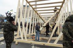 Los manifestantes están construyendo el monumento Foto de archivo libre de regalías