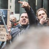 Los manifestantes Favorable-palestinos disputan a la brigada judía Foto de archivo libre de regalías