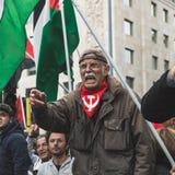 Los manifestantes Favorable-palestinos disputan a la brigada judía Imagen de archivo libre de regalías