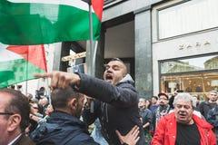 Los manifestantes Favorable-palestinos disputan a la brigada judía Fotos de archivo