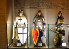 Los maniquíes en militares visten siglo de XII-XIII en el museo de Alexander Nevsky Pereslavl-Zalesskiy, Rusia Imagen de archivo