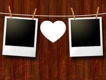 Los marcos de la foto indican el día y el corazón de la tarjeta del día de San Valentín Fotografía de archivo libre de regalías