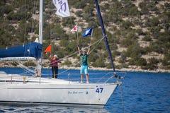 Los marineros participan en la regata décimosexto Ellada de la navegación Foto de archivo