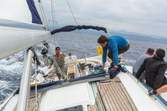 Los marineros participan en la regata 12mo Ellada de la navegación Imagenes de archivo