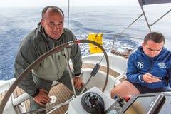 Los marineros participan en la regata 12mo Ellada de la navegación Fotografía de archivo