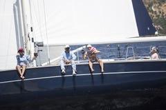 Los marineros participan en la regata 12mo Ellada de la navegación Imagen de archivo