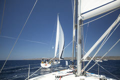 Los marineros participan en la regata 11mo Ellada 2014 de la navegación Fotografía de archivo libre de regalías