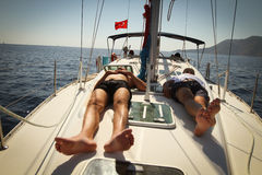 Los marineros participan en Regatta de la navegación Foto de archivo