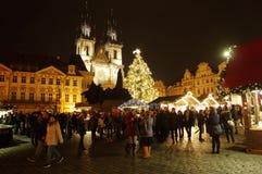Los mercados de la Navidad en la vieja plaza en Praga, República Checa foto de archivo libre de regalías