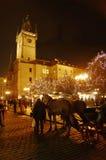 Los mercados de la Navidad en la vieja plaza en Praga, República Checa fotografía de archivo