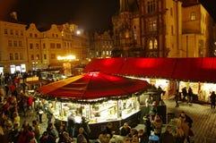 Los mercados de la Navidad en la vieja plaza en Praga, República Checa imágenes de archivo libres de regalías