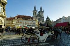 Los mercados de la Navidad en la vieja plaza en Praga, República Checa fotos de archivo libres de regalías
