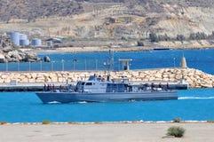 Los militares expiden en el puerto Imagen de archivo